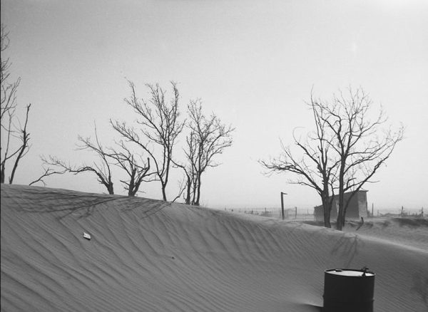 a dusty, abandoned farm in the Dust Bowl